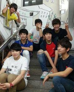 Seventeen Member (Pledis boy group) Pre-debut oh my word jeonghan with short hair Seventeen Going Seventeen, Carat Seventeen, Seventeen Memes, Jeonghan Seventeen, Hip Hop, Woozi, Wonwoo, Manado, Kung Fu