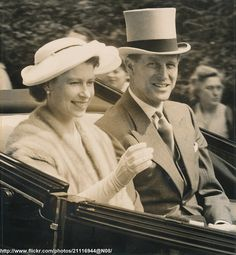 Queen and Prince Phillip at Royal Ascot Hm The Queen, Royal Queen, Her Majesty The Queen, Young Queen Elizabeth, Elizabeth Philip, Royal Uk, Royal Ascot, Reine Victoria, Queen Victoria
