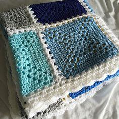 Transcendent Crochet a Solid Granny Square Ideas. Inconceivable Crochet a Solid Granny Square Ideas. Crochet Afghans, Crochet Square Blanket, Patchwork Blanket, Crochet Quilt, Granny Square Crochet Pattern, Crochet Squares, Crochet Blanket Patterns, Baby Blanket Crochet, Crochet Yarn