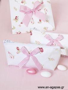 Μπομπονιέρα βάπτισης κασετίνα μπρελόκ School Pens, Gift Wrapping, Tableware, Gifts, Wedding, Gift Wrapping Paper, Valentines Day Weddings, Dinnerware, Presents