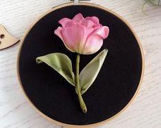 Silk Ribbon Embroidery, Embroidery Art, Jewelry Art, Jewelry Bracelets, Embroidery Boutique, Ribbon Work, Mosaic Art, Ribbons, Pink