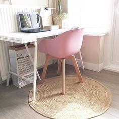 #kwantum repin: Stoel New York > https://www.kwantum.be/meubelen/stoelen/meubelen-stoelen-eetkamerstoelen-kuipstoel-new-york-grijs-1323021 @home.of.a.citymom - De welbekende kwantum stoel gekocht vandaag! Lekker fris kleurtje  Slaap lekker allemaal!