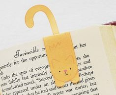 Cutest Kitty Bookmark | Kids will love this purr-fectly adorable DIY bookmark!