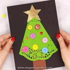 weihnachten video If you are looking for the cutest little Christmas craft to make with younger kids (preschool and kindergarten) this doily Christmas tree craft is a sure winner. Christmas Crafts To Make, Christmas Tree Themes, Christmas Activities, Christmas Art, Fall Crafts, Holiday Crafts, Diy Crafts, Decor Crafts, Kids Christmas Cards