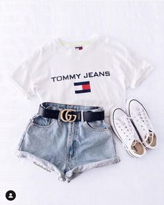 Catchy Fall Outfits To Copy Right Now Kurze Mom Jeans, Camiseta Tommy Jeans und alle Star Branco. Kurze Mom Jeans und All Star BrancoKurze Mom Jeans und All Star BrancoMom Jeans und Converse All Star WeißMom Jeans. Trendy Summer Outfits, Teen Fashion Outfits, Cute Casual Outfits, Jean Outfits, Stylish Outfits, Girl Outfits, Womens Fashion, Jeans Fashion, Fashion Belts