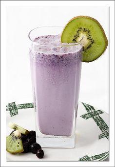 Post Workout Shake:    Blueberry Protein Shake,  Blueberries & Kiwi Slices.
