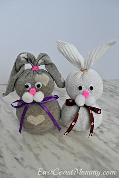East Coast Mommy: No-sew Sock Bunnies Sock Crafts, Bunny Crafts, Crafts To Do, Spring Crafts, Holiday Crafts, Sock Bunny, Sock Snowman, Holiday Gift Baskets, Sock Animals