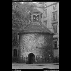 Kaple sv.Kříže (2244) • Praha, červen 1963 • | černobílá fotografie, ulice Karoliny Světlé, lampa, lucerna, zábradlí |•|black and white photograph, Prague|
