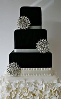 Beautiful Cake but also has a link to  - DECORATE MY WEDDING Decorating Ideas Link Strands