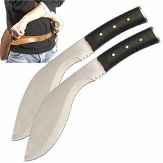 Réplica Cuchillos Resident Evil. Alice, con cartuchera Réplica de los dos cuchillos que utiliza Alice en la película Resident Evil: Extinction con una cartuchera para la espalda.