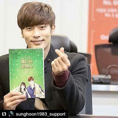 "#Repost @sunghoon1983_support ・・・ "" mini heart "" from #SUNGHOON to cute fans pls. kindly support & Love #sunghoon for his new drama ""My Secret Romance"" on air 2017 Thank you #성훈 #애타는로맨스 #MysecretRomance"