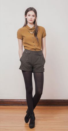 VIRGINIA Ochre: Short-sleeved blouse in Tencel with small rounded collar and decorative slit at cuff. BETH Brown: High-waisted shorts in herringbone twill with side pockets and decorative front flaps. Betina Lou Fall-Winter 2014-15.
