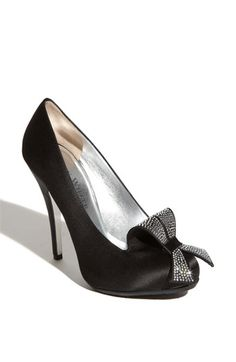 Ron White 'Skylar' Pump | Nordstrom  Practical and elegant style...I would definitely wear this shoe!