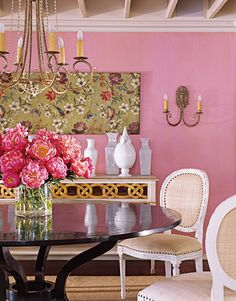 best classic interior home design: Pink dining room Pink Dining Rooms, Gold Rooms, Murs Roses, Favorite Paint Colors, Piece A Vivre, Pink Houses, Pink Room, Pink Walls, Of Wallpaper