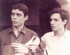 Chico Buarque  Torquato Neto em 1968. Veja também: http://semioticas1.blogspot.com.br/2013/04/o-novo-jards_8633.html