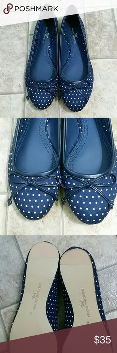 346 Brooks Brothers Flats Like New! Navy blue with dots. Mint condition! Only small signs of wear on bottoms. Like New! Brooks Brothers Shoes Flats & Loafers
