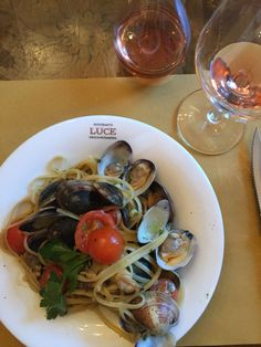 Linguini // Vongole . Luce . Bern . Bern, Spaghetti, Ethnic Recipes, Food, Essen, Meals, Yemek, Noodle, Eten
