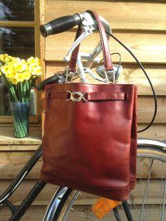 20551331b62 French vtg 1940 burgundy bucket leather bag   kelly 40s bag  Metal clasp