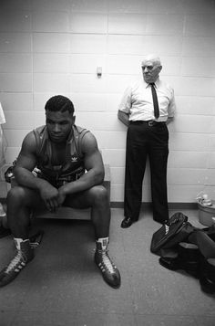 Mike Tyson and his trainer, Cus D'Amato, before his first professional fight. Photo by Ken Regan. Cus D'amato, Ufc, Boxe Fight, Boxing Images, Professional Boxing, Boxing History, Boxing Champions, Sport Icon, Sports Figures