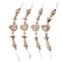 Ce mobile est fabriqué en France à partir de perles en bois de hêtre naturel non traité et de perles en silicone. Grâce à son petit oiseau, des mat...