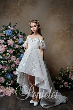 Girls party dress in which she feels herself a real princess. Handmade by Flower Girl Boutique. White Baby Dress, White Flower Girl Dresses, Lace Flower Girls, Little Girl Dresses, Girls Dresses, Girls Party Dress, Birthday Dresses, Communion Dresses, Wedding With Kids
