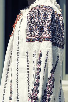 The Romanian Blouse Folk Costume, Costumes, Bohemian Costume, Folk Clothing, Folk Embroidery, Moldova, Hippie Outfits, Embroidered Blouse, Bohemian Gypsy