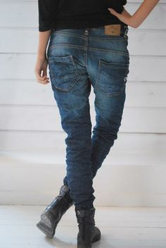 I'd kill for a pair of jeans with low pockets like this!