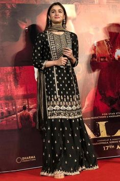 15 Most Gorgeous Ethnic Outfits Alia Bhatt Wore for 'Kalank' Promotions! Pakistani Dress Design, Pakistani Dresses, Indian Dresses, Nikkah Dress, Lehnga Dress, Mode Bollywood, Bollywood Fashion, Indian Wedding Outfits, Indian Outfits
