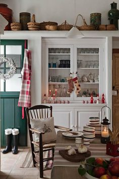 A dream cottage kitchen decorated with holiday bits and pieces all around the place (image by +fotogenica)