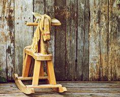 Dřevěný houpací koník- klasika mezi dětskými houpadly
