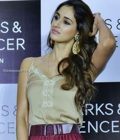 Disha patani bollywood tempting insane beauty face unseen latest hot sexy images of her body show and navel pics with big cleavage and bikin. Most Beautiful Indian Actress, Beautiful Actresses, Disha Patani Photoshoot, Disha Patni, Celebrity Scandal, Cute Faces, India Beauty, Bollywood Actress, Wig Hairstyles