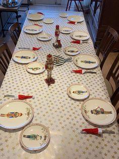 Table Settings, Porcelain, Painting, Noel, Porcelain Ceramics, Painting Art, Place Settings, Paintings, Painted Canvas