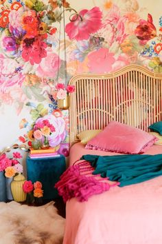 rattan headboard and touch Home bold print wallpaper bedroom colors headboard love peach Pinks rattan Teal touch Accent Wall Bedroom, Boys Bedroom Decor, Girl Bedroom Designs, Bedroom Colors, Trendy Bedroom, Modern Bedrooms, Bedroom Ideas, Decor Room, Design Bedroom