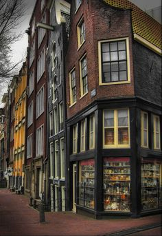 Old and curved - Amsterdam, Noord-Holland