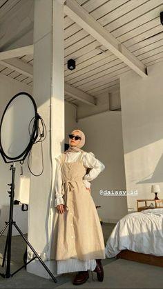 Hajib Fashion, Street Hijab Fashion, Korean Girl Fashion, Workwear Fashion, Kpop Fashion Outfits, Ulzzang Fashion, Abaya Fashion, Muslim Fashion, Modest Fashion