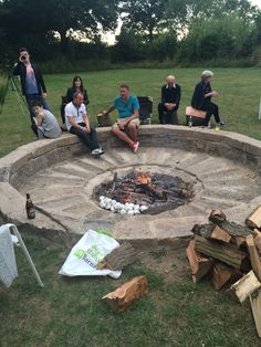 Pausa Garten Parenting Teens without losing your Mind Article Body: It is just part of parenting tee Outside Fire Pits, Cool Fire Pits, Diy Fire Pit, Fire Pit Backyard, Backyard Patio Designs, Backyard Landscaping, Backyard Seating, Backyard Ideas, Fire Pit Area