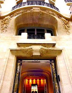 Secret entry of the Hotel Sezz, Paris @}-,-;--