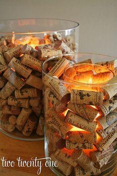Tarros de cristal con corchos, una original idea que dará a tus estancias una luz especial. Vía @TwoTwentyLove