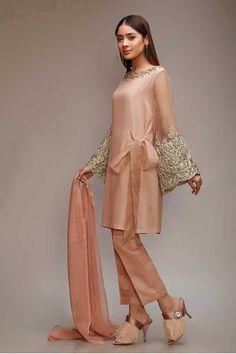 21 new ideas bridal dresses indian haute couture Pakistani Party Wear Dresses, Shadi Dresses, Pakistani Dress Design, Pakistani Outfits, Indian Dresses, Indian Outfits, Frock Fashion, Fashion Dresses, Indian Designer Outfits
