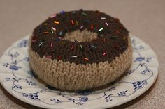 Knitted Donut - FREE Knitting Pattern and Tutorial
