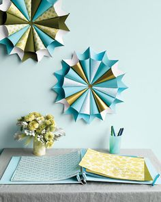 """How To Make Paper Medallions"" click link: www.marthastewartweddings.com/231027/paper-wedding-decoration-projects/@center/272429/diy-weddings#/98529"