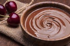 This Raw Chocolate Avocado Pudding is delicious and good for you. Full of healthy avocado, banana, and dark chocolate you can feel spoiled while you treat yo self Chocolate Cadbury, Easy Chocolate Pudding, Protein Pudding, Avocado Pudding, Vegetarian Chocolate, Snack, Just Desserts, Yogurt, Dessert
