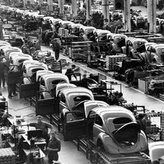 In this June 1954 file photo, VW Beetles are assembled at the Volkwagen auto works plant, in Wolfsburg, West Germany. Volkswagen Factory, Auto Volkswagen, Vw T1, Buick Riviera, Jaguar Land Rover, 3008 Peugeot, Peugeot 205, Combi Wv, Vw Vintage