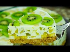 A delicious, low-calorie cake, without baking! Kiwi and banana yoghurt cake . Banana Yoghurt Cake, Yogurt Cake, No Cook Desserts, Delicious Desserts, Yummy Food, Tasty, Banana Recipes, Cake Recipes, Kiwi Cake