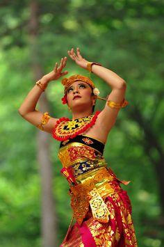 Panji semirang dance from Bali by ~itoskorea on deviantART