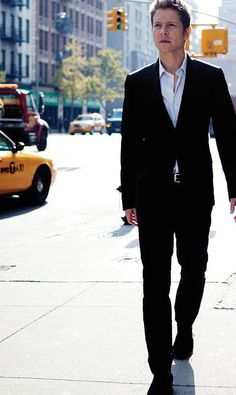 Matt Czuchry = Logan from Gilmore Girls!!!