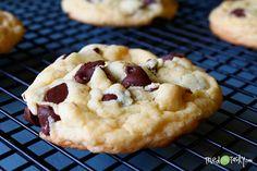 Shortcut Chocolate Chip Cookies - I made these and they were good but the original pinner said she used yellow mix...I love yellow cake but I would use the white mix next time. I also want to try dark chocolate mix with white chocolate chips.