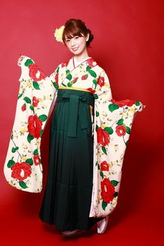 Hakama. A hakama is the kimono a girl student puts on in a graduation party. 卒業式スタイル★ プレイフルシニヨンスタイル|aile total beauty salon
