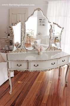 16 DIY vintage decor designs that give every home a special charm -. - 16 DIY vintage decor designs that give every home a special charm – - Diy Vintage, Vintage Decor, Vintage Furniture, Vintage Vanity, French Vanity, White Vanity, Bedroom Vintage, Antique Vanity, Parisian Bedroom