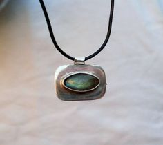 Natural Labradorite pendant simple and beautiful by Le7Lune